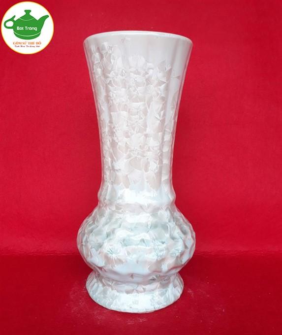 Lọ hoa men kết tinh Bát Tràng in logo, là sản phẩm được chọn làm quà tặng đại hội nhiều. Sản phẩm có phân khúc giá từ 80.000đ trở lên